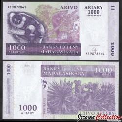 MADAGASCAR - Billet de 1000 Ariary / 5000 Francs - Lémurien Varecia variegata - 2004 P89b
