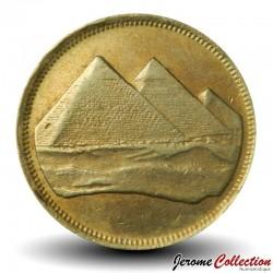EGYPTE - PIECE de 5 Piastres - Les pyramides de Gizeh - 1984 Km#622